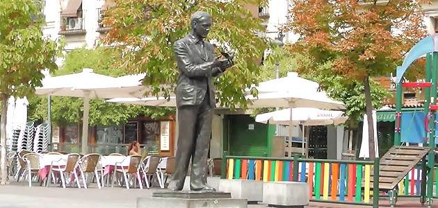 Estatua Federico García Lorca Santa Ana