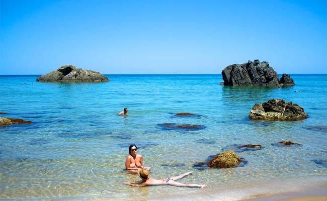 Playa nudista Aguas Blancas en Ibiza